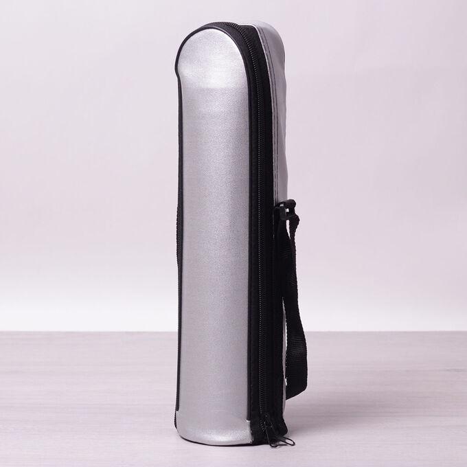 Термос • Материал корпуса: термос из нержавеющей стали с пластиковыми вставками.  • Материал колбы: нержавеющая сталь.  • Материал крышки: пластик, нержавеющая сталь.  • Объем: 1000мл.  • Высота: 32.5