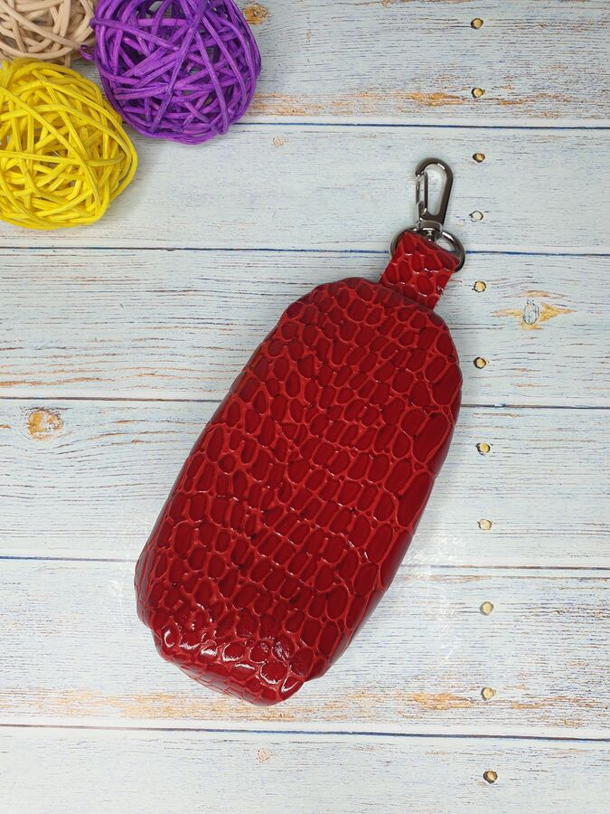 Ключница Ключница. Натуральная Кожа. Цвет красный.  13x7,5 см.