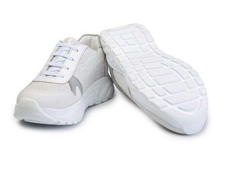 Кроссовки Кроссовки. Цвет Белый-Серебристый. Нос защищён. Замка нет. Шнурок-резинка