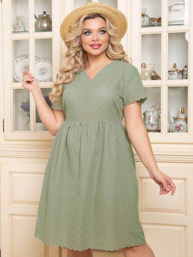 Платье Платье А-образного силуэта, выполнено из шитья с фестонами. . - однотонная расцветка - горловина с V-образным вырезом на обтачке - рукава короткие - отрезная завышенная талия с мелкой сборкой