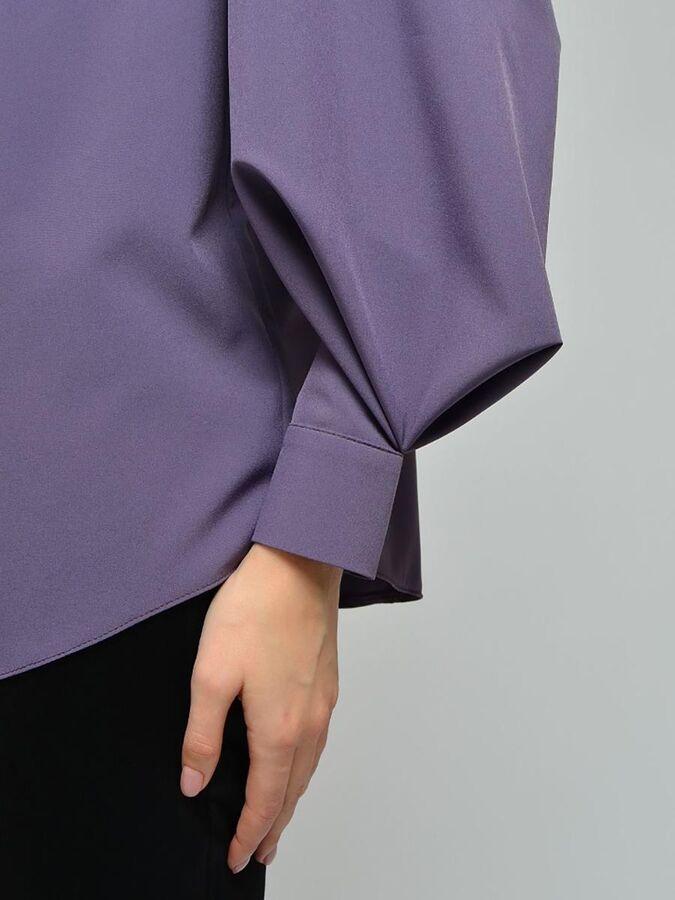 Блуза сиреневая с воротником-стойкой и объемными рукавами