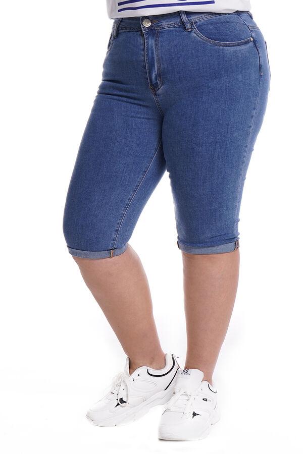 Капри-5098 Материал: Джинсовая ткань; Цвет: Cиний; Фасон: Капри; Параметры модели: Рост 173 см, Размер 54 Капри джинсовые с отворотом синие Длина изделия 50 размера по спинке - 70 см. В каждом следующ