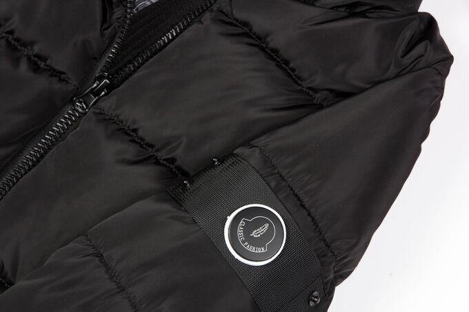Черный Женские длинные пальто на синтепухе являются настоящим трендом зимнего сезона. Удобное пальто прямого силуэта. Центральная застежка  и боковые карманы на «молнии». На левом рукаве оригинальная