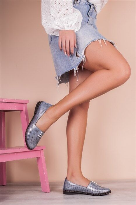 Слиперы Вид обуви: Слиперы Высота подошвы (см): 1 Материал верха: Натуральная кожа с перфорацией Материал низа: Тунит Материал подкладки: Натуральная кожа Материал стельки: Натуральная кожа Сезонность