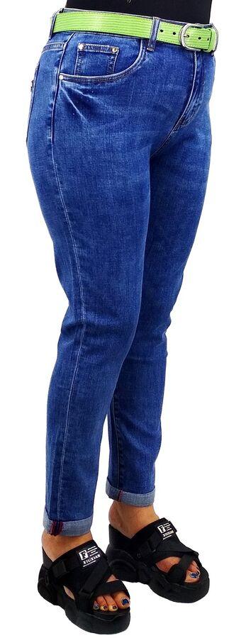 Джинсы Тип посадки: средняя; заужены к низу. Детали: застежка на молнию и пуговицу, два кармана спереди и два сзади, шлевки для ремня; Длина изделия (36 размер) по внешней стороне ок. 108 см.; Материа