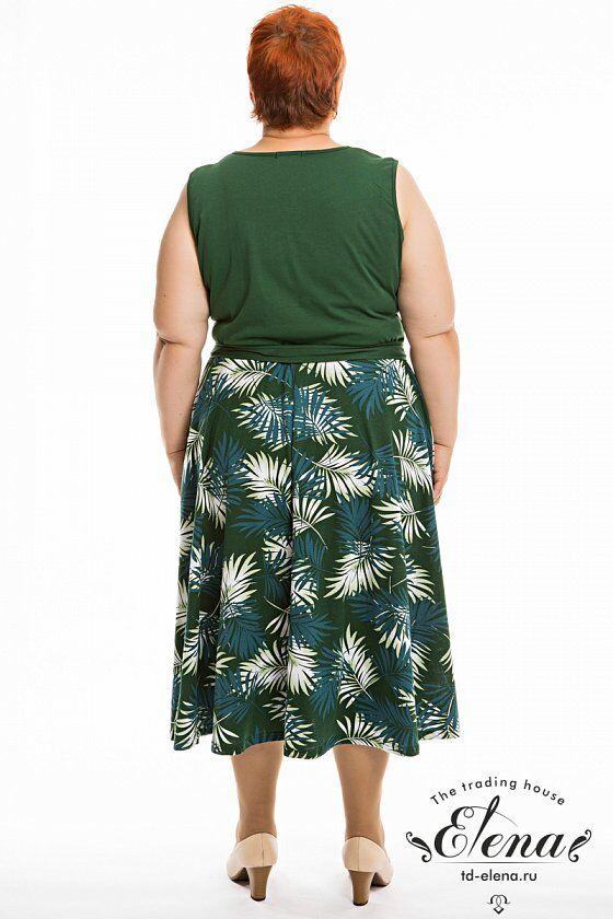 Сарафан Сарафан выполнен из хлопкового полотна. Сарафан отрезной по линии талии, лиф однотонный, а юбка из полотна с набивным рисунком. В боковых швах расположены карманы, спереди застёжка на пуговицы