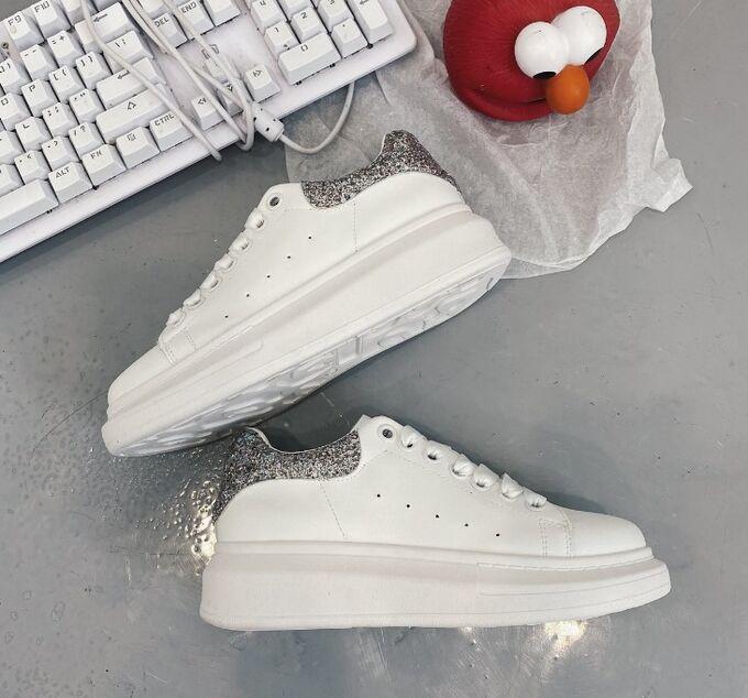 Женские кроссовки, с вставкой серебряного цвета, цвет белый