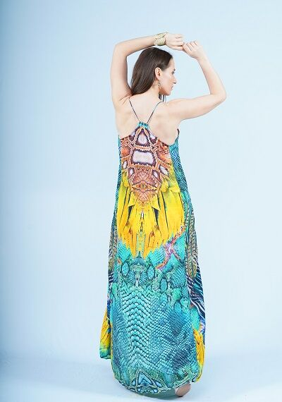Сарафан Состав - полиэстер 100% Страна производства - Индия Платье-сарафан на бретелях. Декольте небольшими цветными стразами. Шелковистая, легкая ткань, в которой комфортно в любую летнюю погоду. Пла