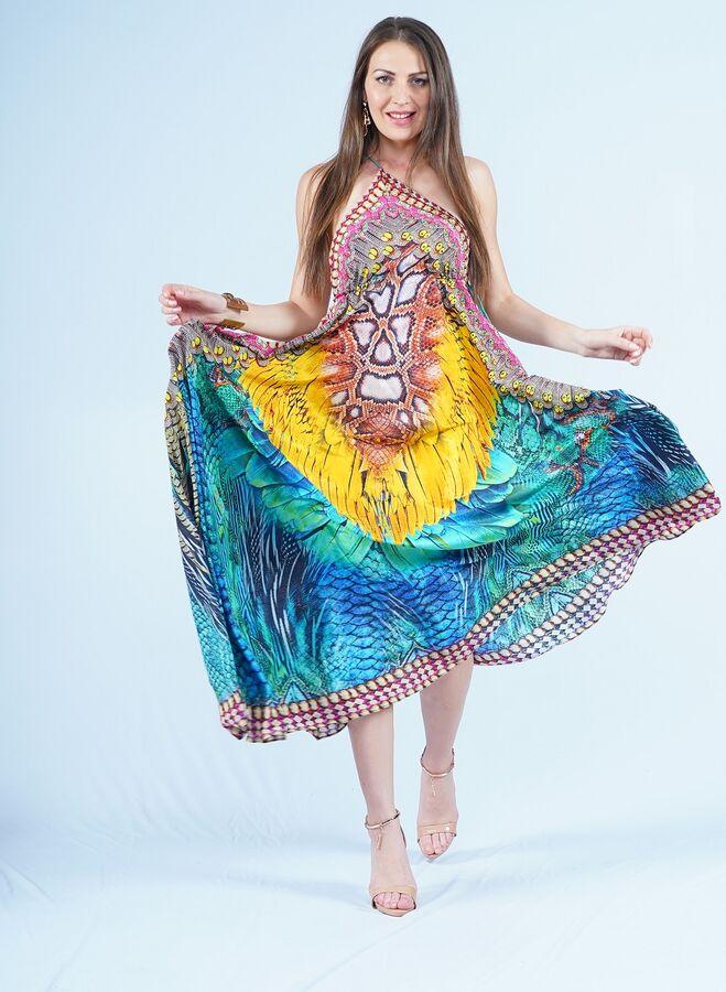 Сарафан Состав - полиэстер 100% Страна производства - Индия Платье-сарафан на бретелях с открытой спиной. Декольте декорировано небольшими цветными стразами. Шелковистая, легкая ткань., в которой комф