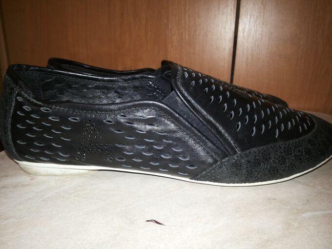 Легкие кожаные туфли, перфорация, 39р., состояние идеальное во Владивостоке