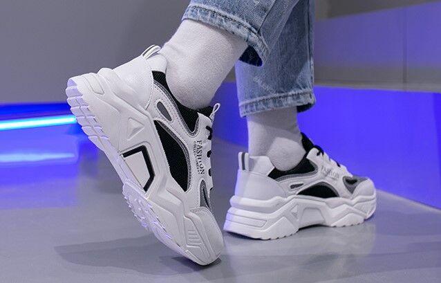 """Женские кроссовки на платформе, надпись """"Fashion"""", цвет белый/черный"""